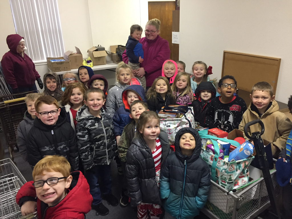 BGS kindergarten students donate to local food pantry